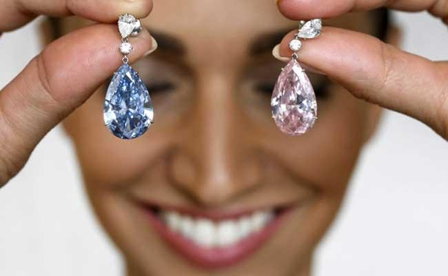 'Apollo Blue' And 'Artemis Pink': Diamond Earrings Set New World Record At Sotheby's Auction